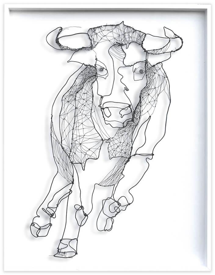 Al paso del toro - wire art by Angeles Nieto